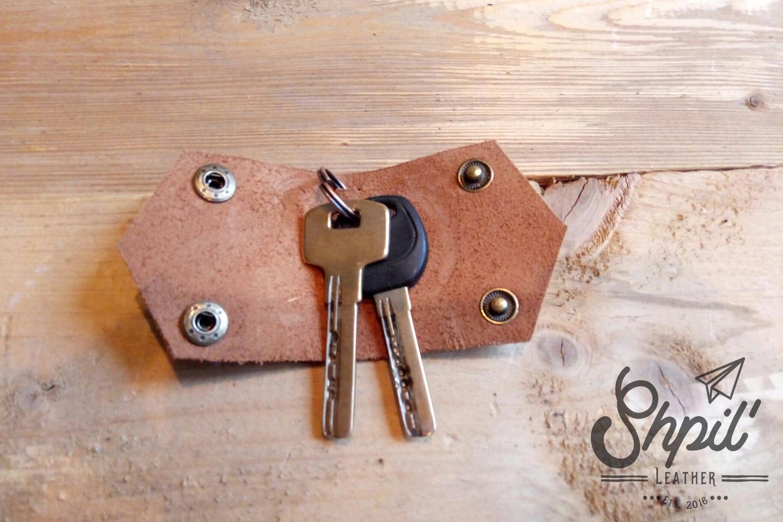 Как сделать ключницу из кожи своими 461